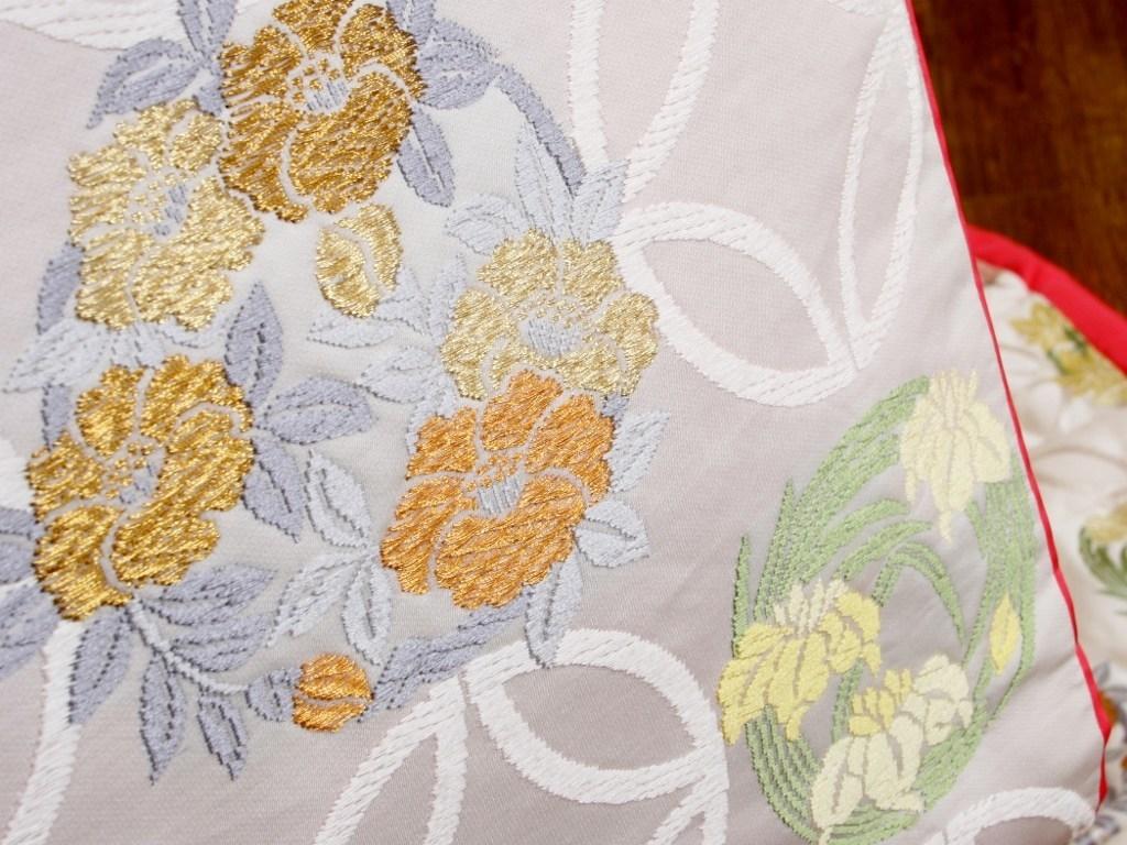 白地色打掛,唐織七宝柄に花紋様