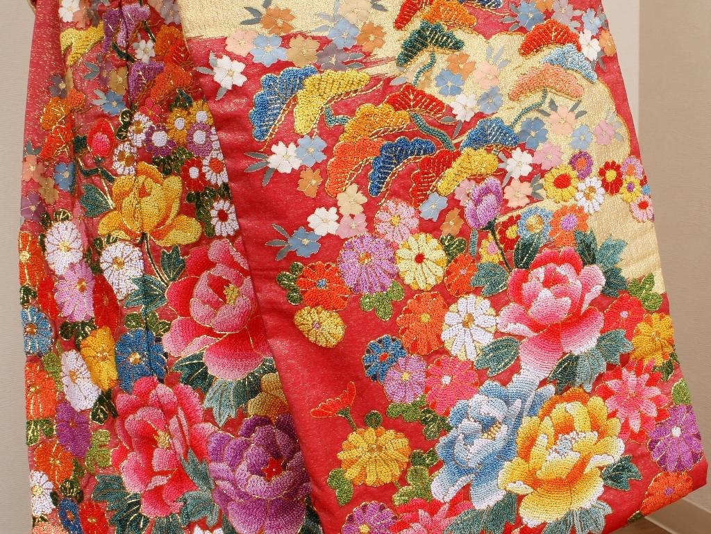 綴れ織り相良刺繍色打掛