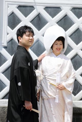ホテル千秋閣挙式白無垢、唐織色打掛